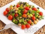 Вкусна салата с нахут от консерва, чери домати, зелени чушки и маслини
